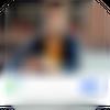 男子在公用 Wi-Fi 熱點上使用 iPhone 版 VPN